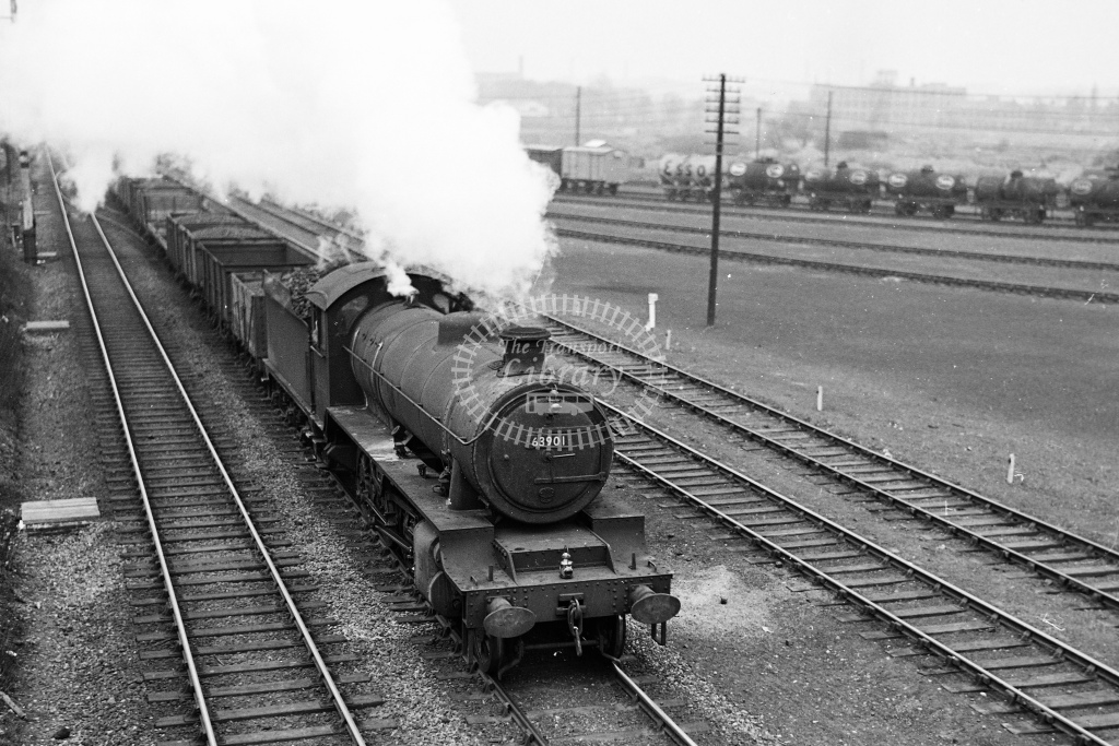 Ex LNER O1 2-8-0 No.63901 with a freight train at Leicester Burton Road - H Cartwright - CW11536