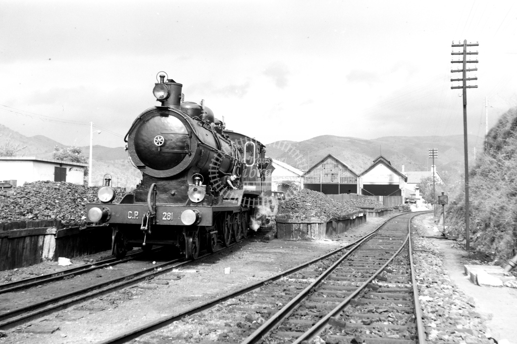 CP Portugal Railways Steam Locomotive 281  at Pocinho  in 1972 - 09/09/1972 - David Anderson