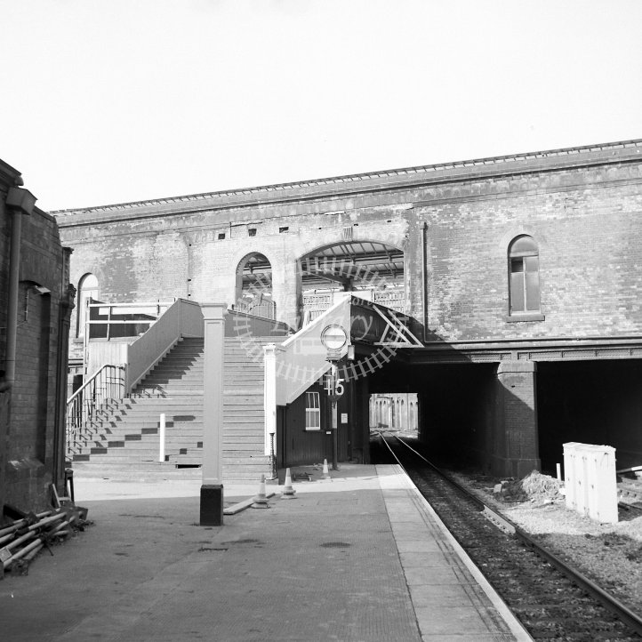 British Rail Station View  at Leicester London Road  in 1985 - Platform 3, temporary stairs -  29/05/1985 - Horace Gamble