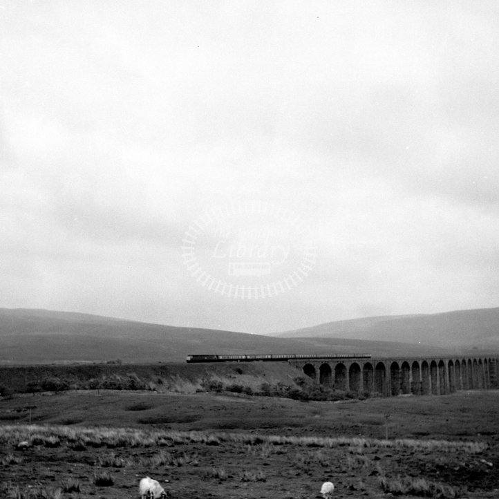 British Rail Not identified  Class BR Brush Type 4 Co-Co (Class 47)  at Batty Moss (Ribblehead) Viaduct  in 1984 - 10.40 Carlisle-Leeds -  19/06/1984 - Horace Gamble
