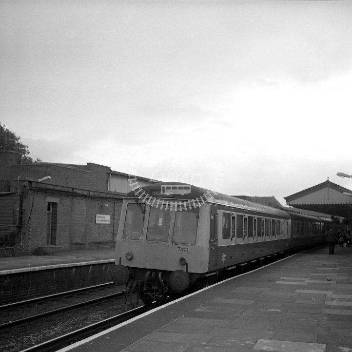 British Rail Diesel Multiple Unit T321 (53854, 59723, 53907)  Class BR Derby Suburban Class 116 DMU-3 with Class 115 trailer  at Worcester Foregate Street  in 1990 - 17.08 to Birmingham New Street (failed at Hartlebury!) -  31/08/1990 - Horace Gamble