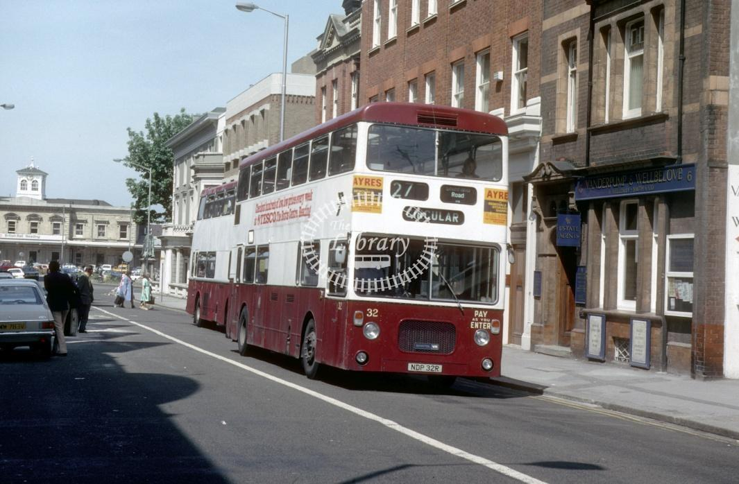 Reading Bristol VRTSL 32 NDP32R at Reading Town centre in 1980 - 29373 - Harry Hay