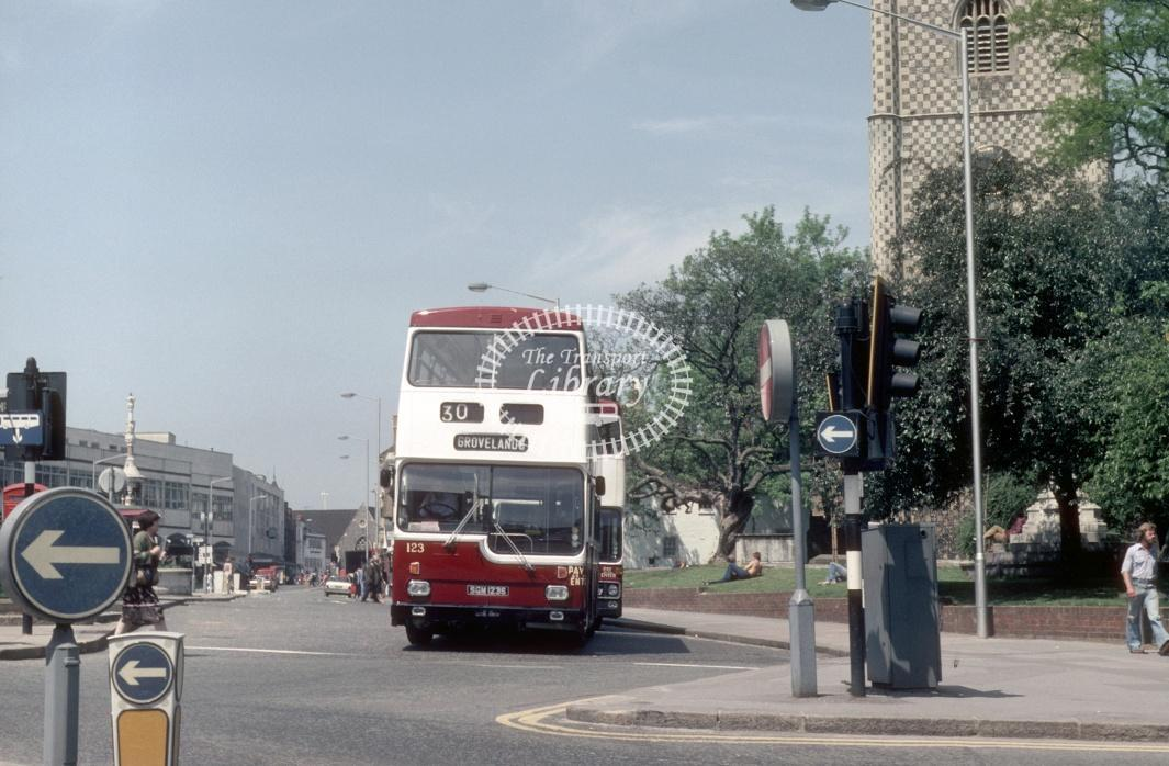Reading Scania BR111 123 SGM123S at Reading Town centre in 1980 - 29373 - Harry Hay