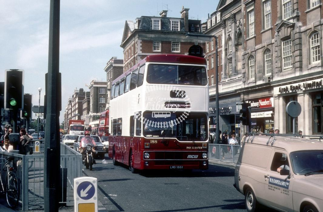 Reading MCW DR102/25 188 LMO188X at London High St Kensington in 1982 - May 1982 - Harry Hay