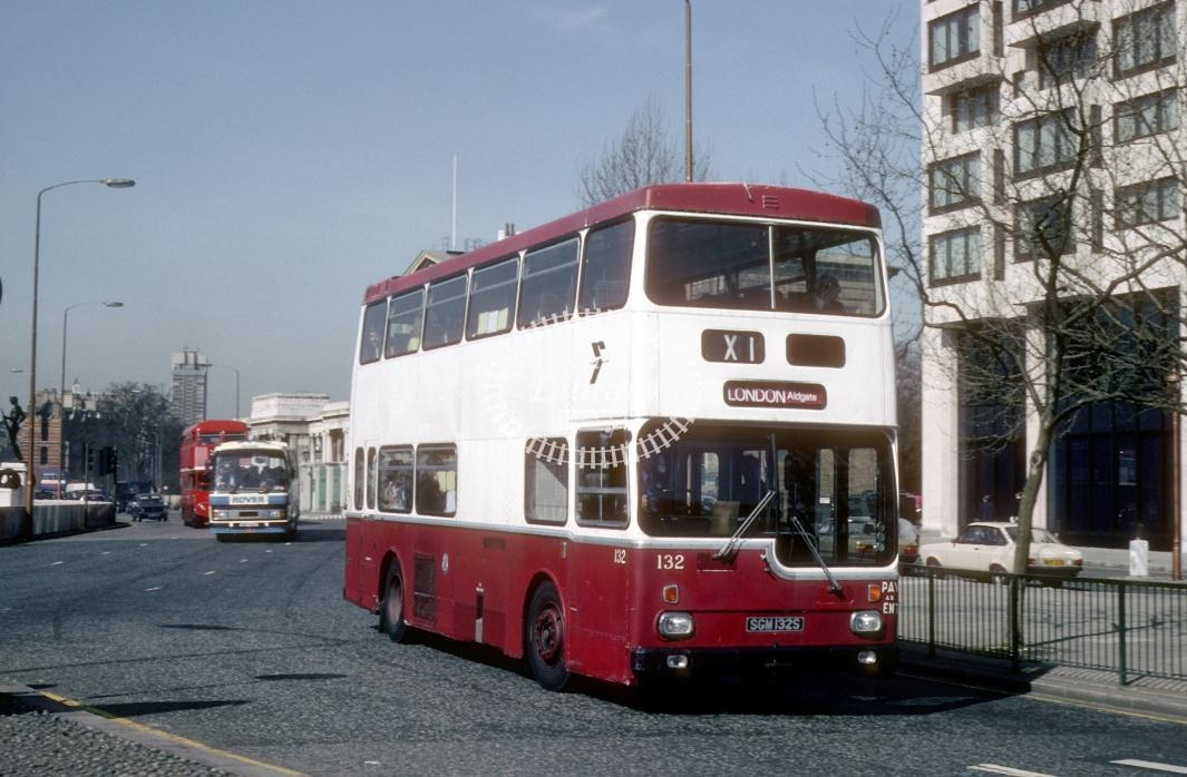 Reading Scania BR111 133 SGM133S at London Hyde Park Cnr in 1984 - Apr-84 - Harry Hay