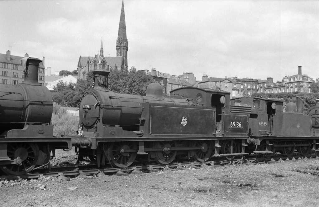 BR British Railways Steam Locomotive Class N15/1 69136  at Dundee in 1959 - 30/07/1959 - J E Bell