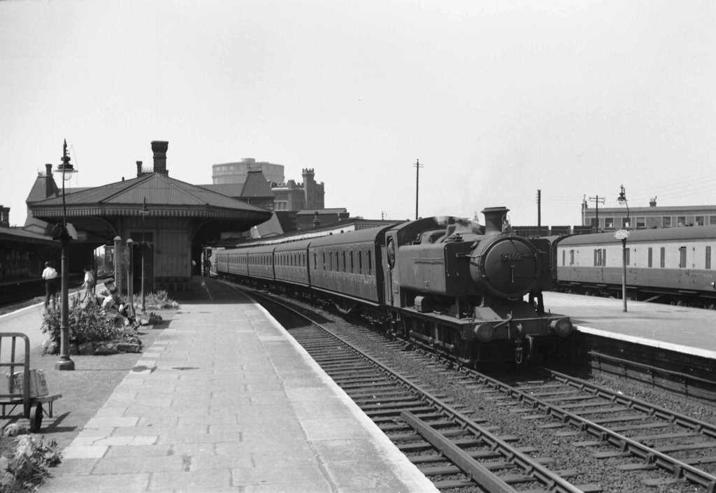 BR British Railways Steam Locomotive Class 9400 9409  at Southall in 1959 - 04/07/1959 - J E Bell