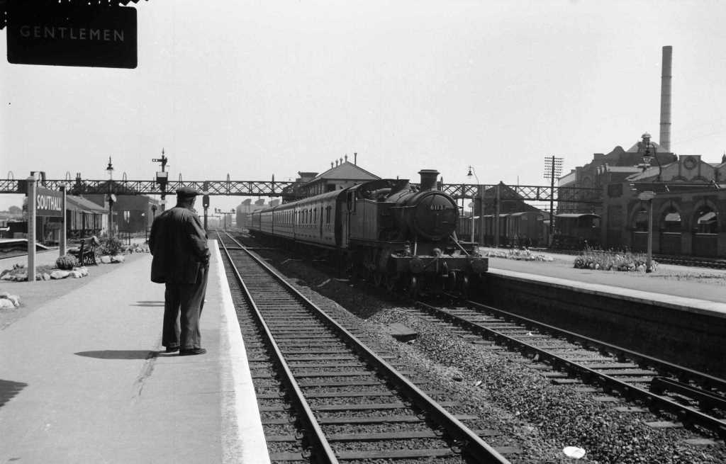 BR British Railways Steam Locomotive Class 6100 6113  at Southall in 1959 - 04/07/1959 - J E Bell