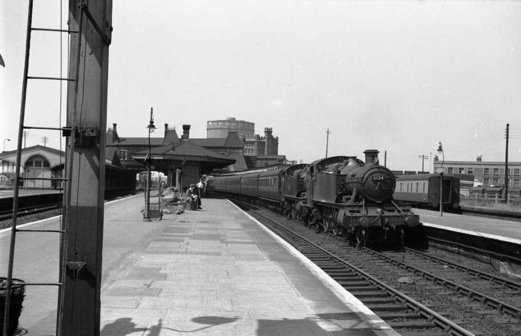 BR British Railways Steam Locomotive Class 6100 6124  at Southall in 1959 - 04/07/1959 - J E Bell