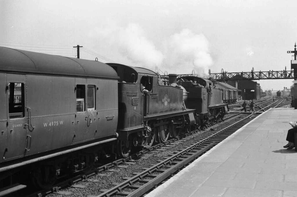 BR British Railways Steam Locomotive Class 6100 6157  at Southall in 1959 - 04/07/1959 - J E Bell