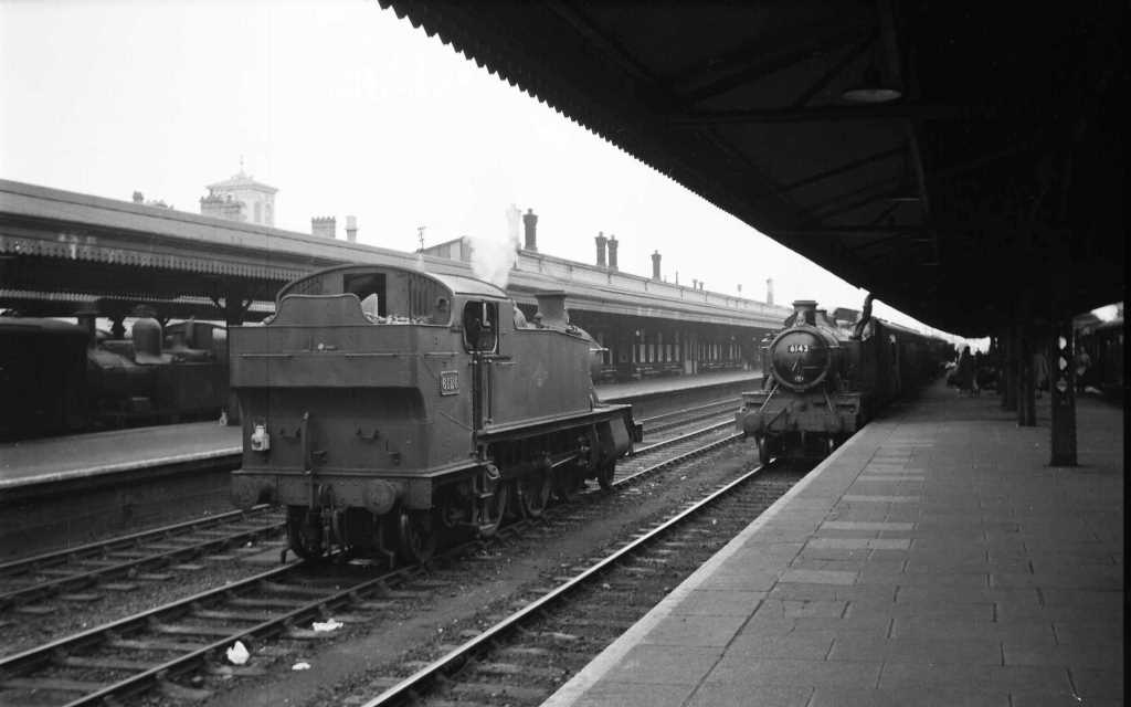 BR British Railways Steam Locomotive Class 6100 6142  at Reading Central in 1959 - 30/05/1959 - J E Bell