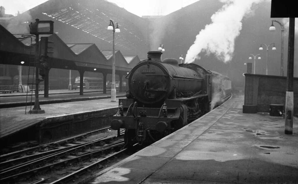 BR British Railways Steam Locomotive Class B1 61375  at Liverpool Street in 1959 - 11/07/1959 - J E Bell