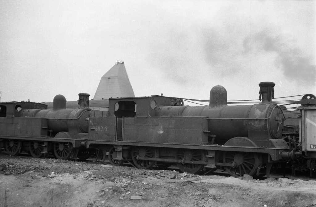 BR British Railways Steam Locomotive Class N5/2 69319  at Neasden in 1959 - 31/05/1959 - J E Bell