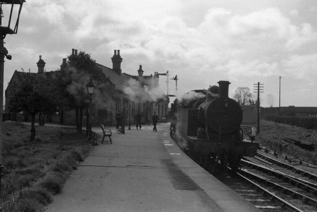 BR British Railways Steam Locomotive Class 2P-C 41900  at Ashchurch in 1959 - 30/03/1959 - J E Bell