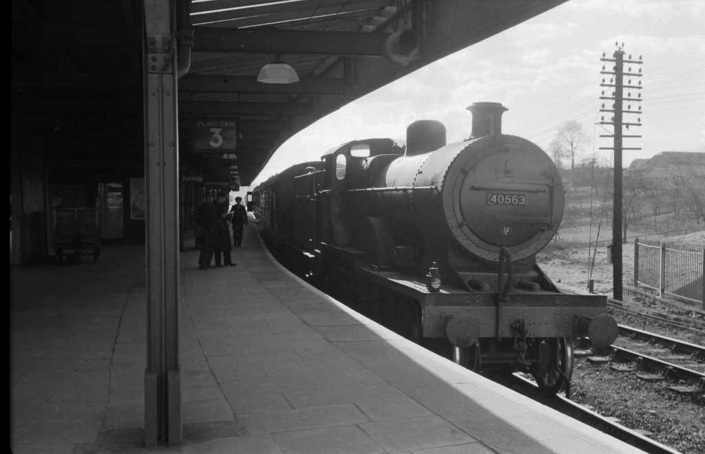 BR British Railways Steam Locomotive Class 2P-B 40563  at Templecombe in 1959 - 28/03/1959 - J E Bell