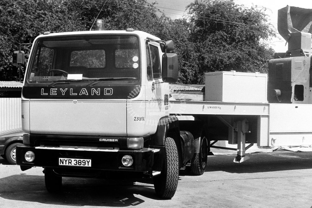 London Transport Leyland Service Vehicle 2389L NYR389Y  in 1980s - JGS Smith