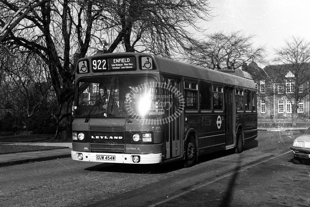 London Transport Leyland National LS454 GUW454W  on route 922  in 1980s - JGS Smith