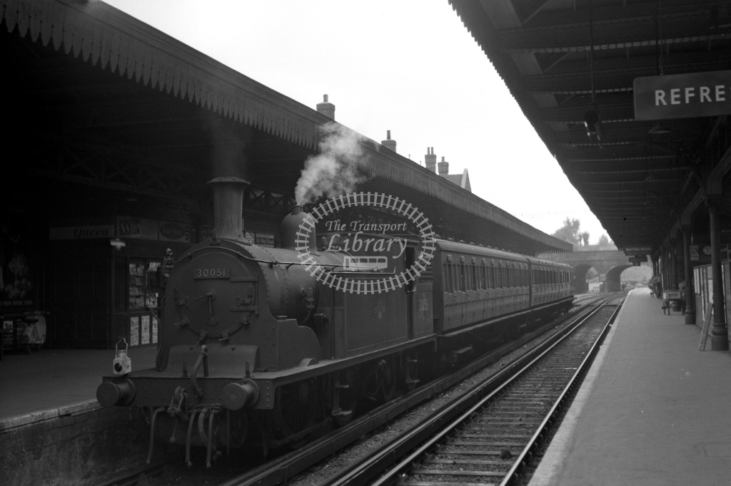 British Railways 30051 (LF) tn 10.34am for Horsham at Guildfords platform 2 just before horse boxes were attached 5/9/59 - James Harrold