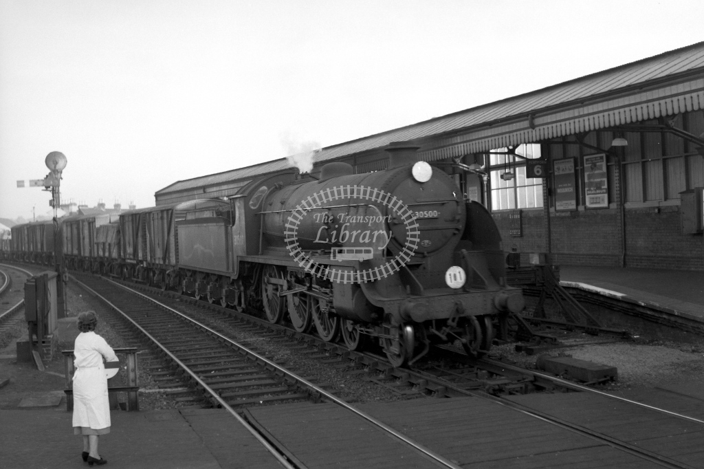 British Railways 30500 (RF) tn frt Nine Elms to Plymouth passing Salisbury 23/10/59 - James Harrold