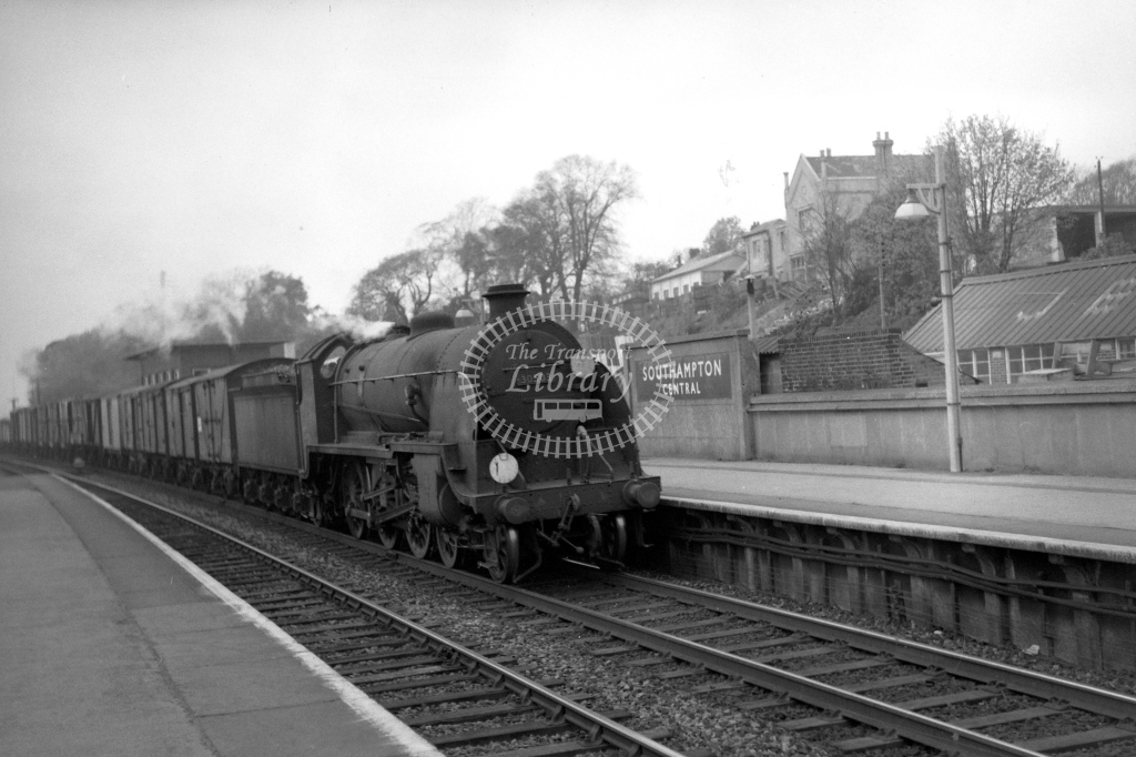 British Railways 30503 (RF) tn Bournemouth to Nine Elms frt entg Southampton Central 23/4/60 - James Harrold