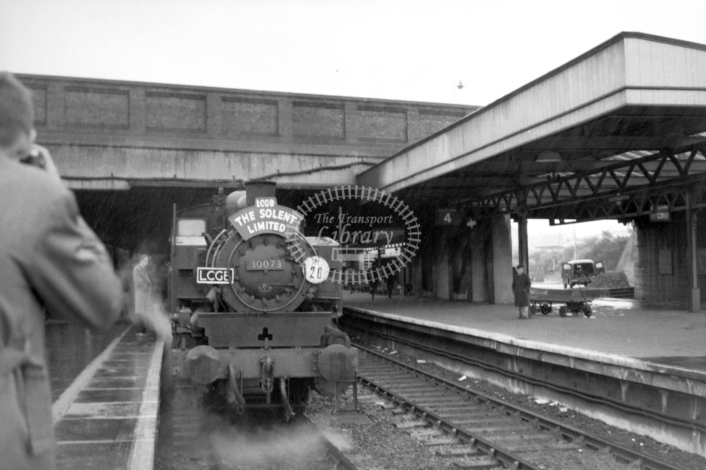 British Railways 30073 (FF) tn LCGB spl for Southampton Docks at Southampton Central 30/4/61 - James Harrold