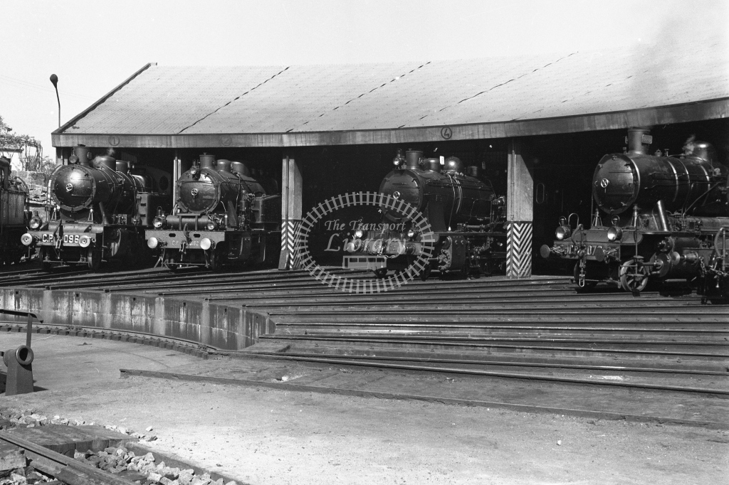 CP Contumil MPD, Porto. View of roundhouse 1969 (Frank Saunders) - Lens of Sutton Association Portugal Collection
