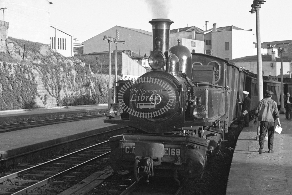 CP E168 Mallet at Porto Trindade 1969 (Frank Saunders) - Lens of Sutton Association Portugal Collection