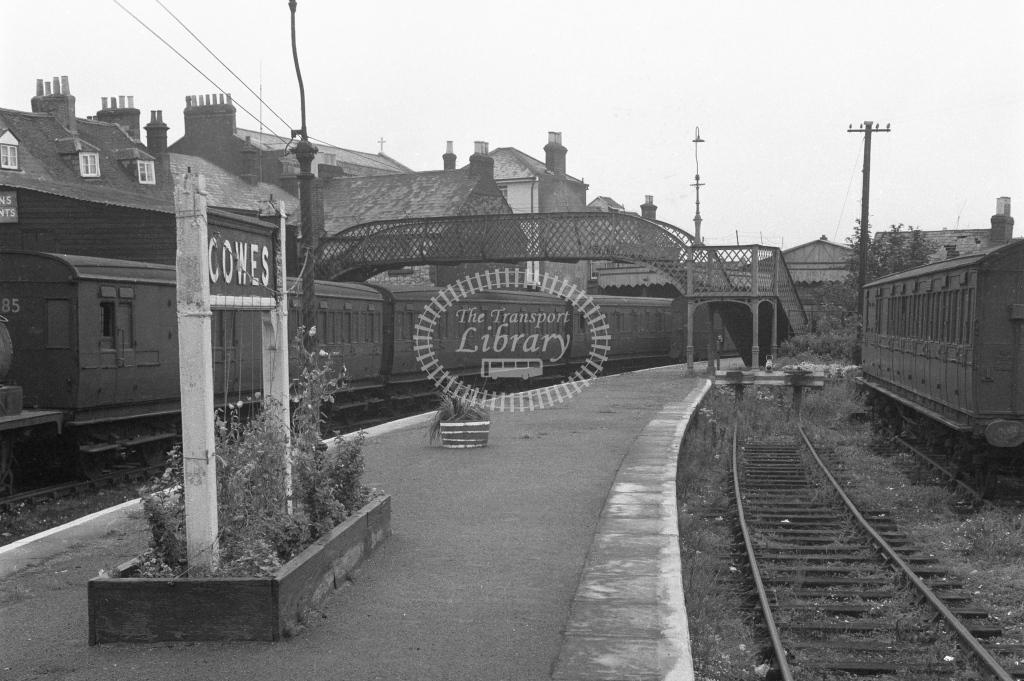 BR Cowes. View from the south end of the platforms 2 and 3 towards the buffers; circa 1965/6. -Lens of Sutton Association Isle of Wight (IOW) part 2