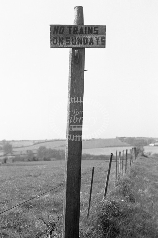 BR/SR 'No trains on Sundays' wooden sign post at Godshill 16/4/49-Lens of Sutton Association Isle of Wight (IOW) PM Alexander collection