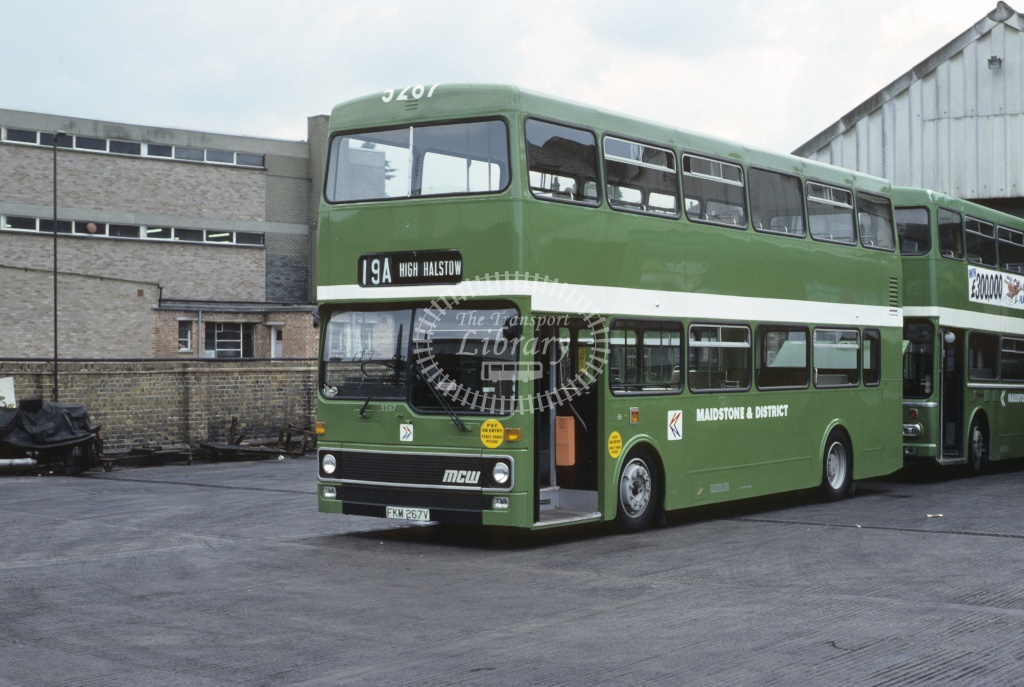 Maidstone and District MCW DR102 5207 FKM267V at Chatham in 1980 - 29373 - Roy Marshall