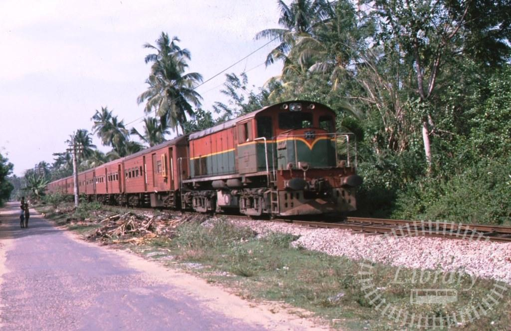 Sri Lanka Railways Diesel Locomotive 799  in 2000 - Mike Reynolds