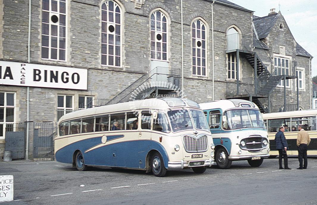 Williams, St Agnes Bedford SB 3896WE at Truro in 1972 - Apr 1972 - Roy Marshall