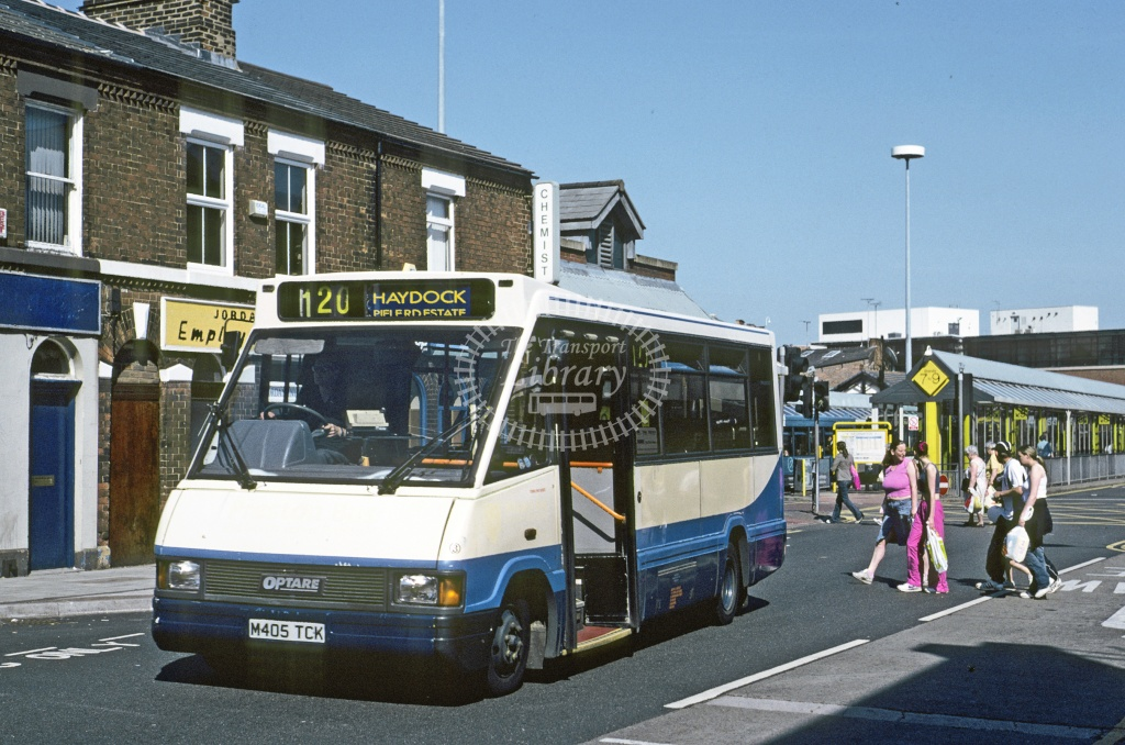 Town Lynx (Hartrley), St Helens Optare MR37 M405TCK at St Helens in 1995 - Jun 1995 - Roy Marshall