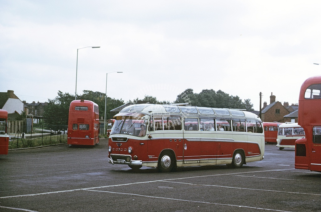 Taylor, Daventry AEC Reliance VRP909 at Banbury in 1971 - Sep 1971 - Roy Marshall