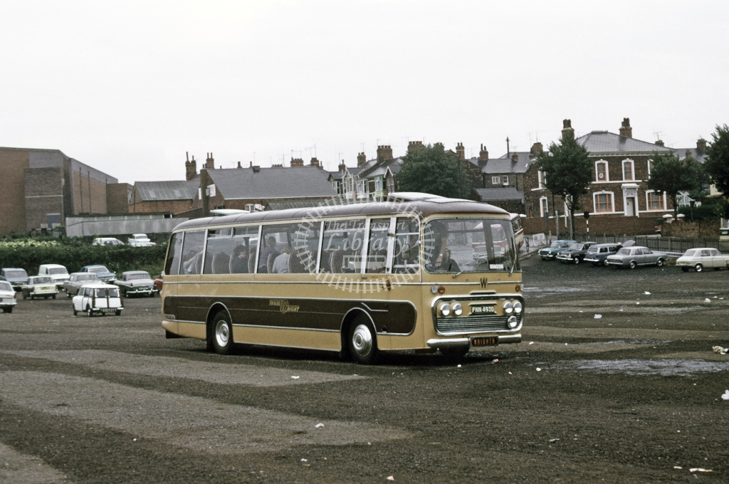 Wright, Newark Bedford VAM5 708 FNN493D  at Cleethorpes  in 1973 - Sep - Roy Marshall