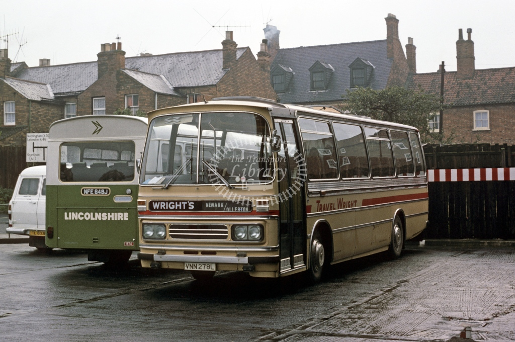 Wright, Newark Bedford YRQ 713 VNN278L  at Newark  in 1975 - Nov - Roy Marshall