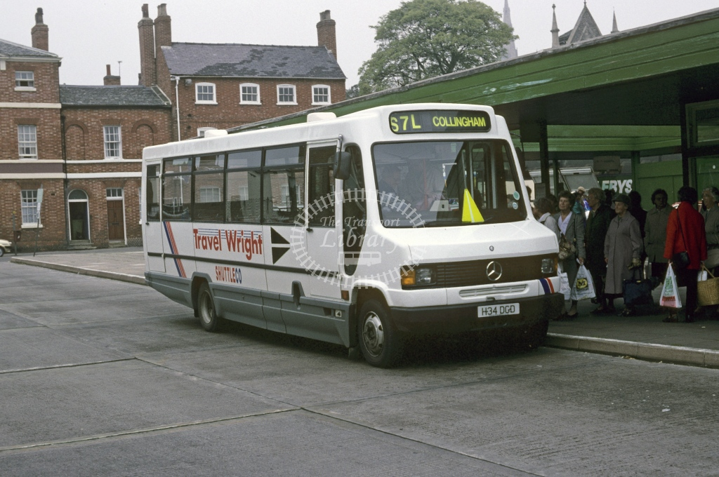 Wright, Newark Mercedes   2162 H34DGD  at Newark  in 1993 - Sep - Roy Marshall