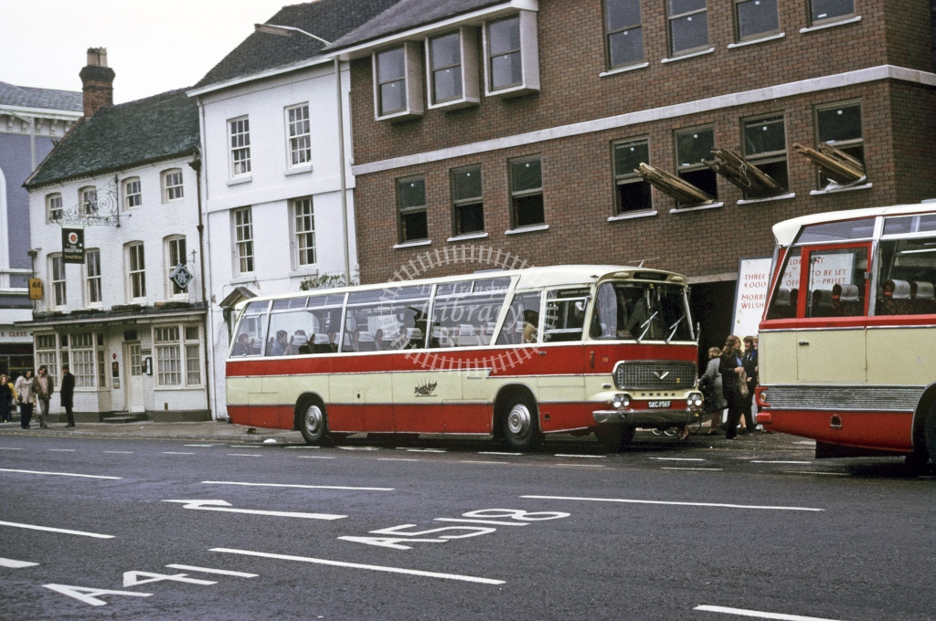 Happy Days, Woodseaves Bedford VAM 1806 OAC292F  at Newport  in 1973 - Oct - Roy Marshall