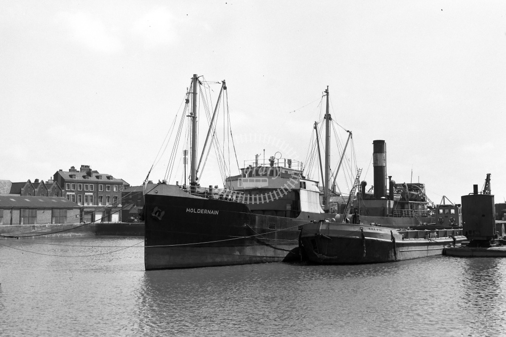 Steamship  at Humber Dock in 1959 - 17/05/1959 - Neville Stead Collection