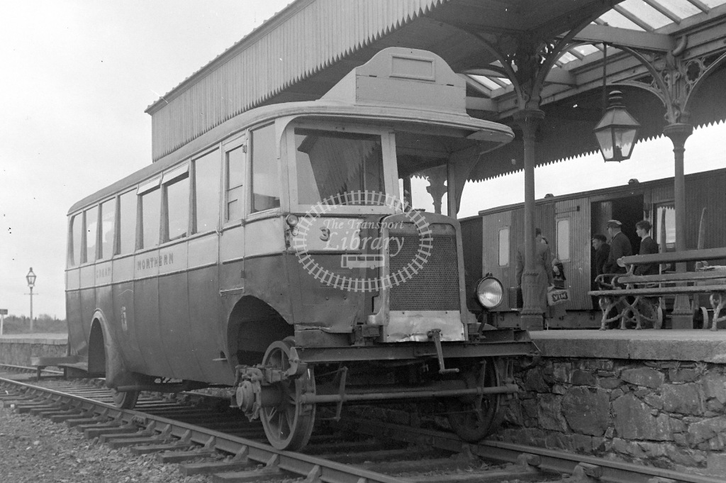 Great Northern Railway (Ireland) Diesel Railcar Class Road/rail vehicle built at GNR(I) Dundalk Works  3  at Ballyhaise in 1954 - 15/06/1954 - Neville Stead Collection