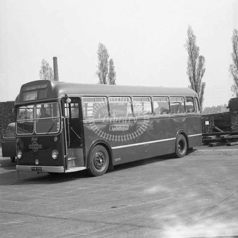 HL-B0150 - Bristol 2828 PHW918 as new in Green Line livery - Henry Luff - Online Transport Archive