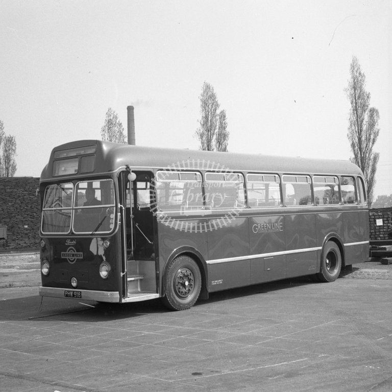 HL-B0152 - Bristol 2828 PHW918 as new in Green Line livery - Henry Luff - Online Transport Archive