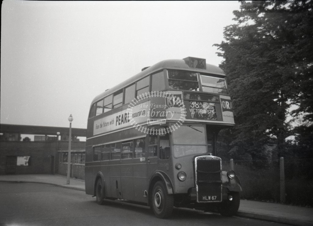 ME-B001 - London STD138 HLW67 route 38A - loughton station - Marcus Eavis - Online Transport Archive