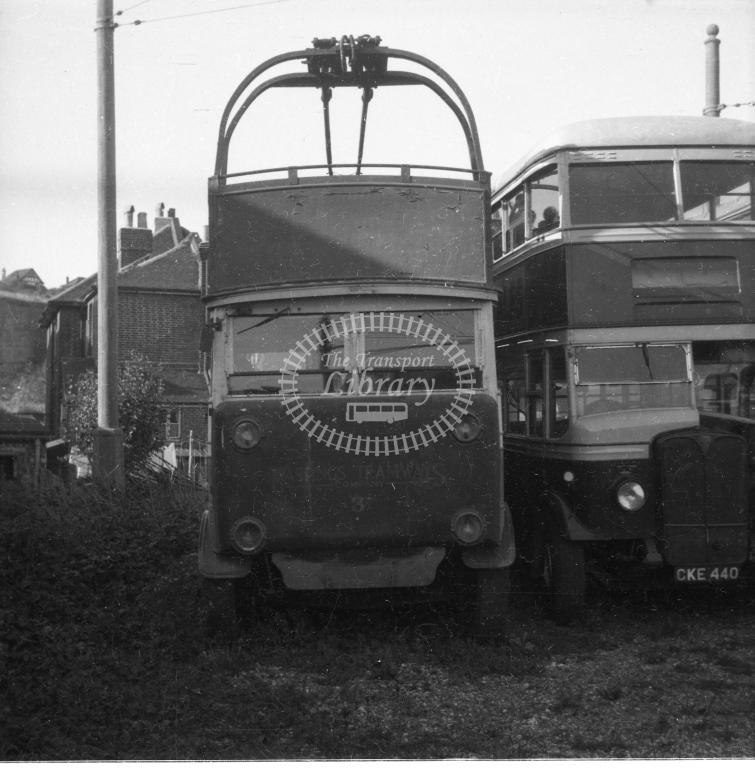 Meredith 86-9 - Hastings 3a behind Bulverhythe depot - 25 September 1949 - Online Transport Archive