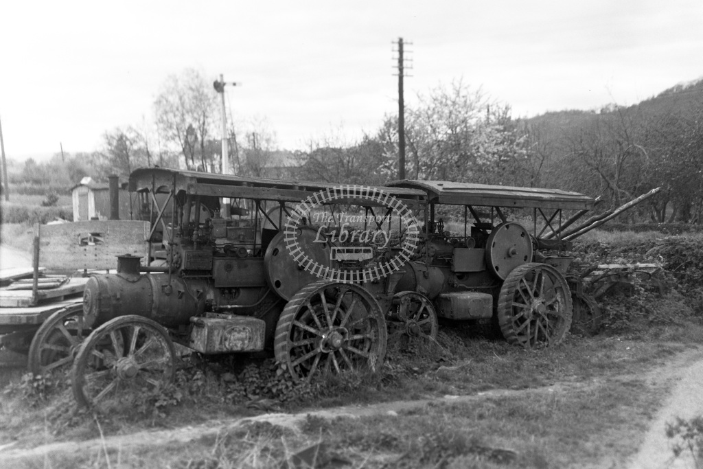 Private Owner Traction Engine Class Garrett Tractor b. pre-1924 32819 + other  in 1951 -  13/05/1951  - Peter Gray