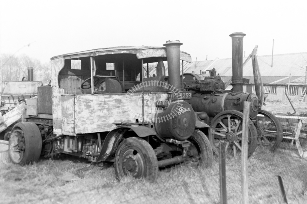 Private Owner Steam Lorry Class Foden J Type articulated tractor (13536/30) RY 9259  at Chalfont & Latimer  in 1953 -  20/03/1953  - Peter Gray