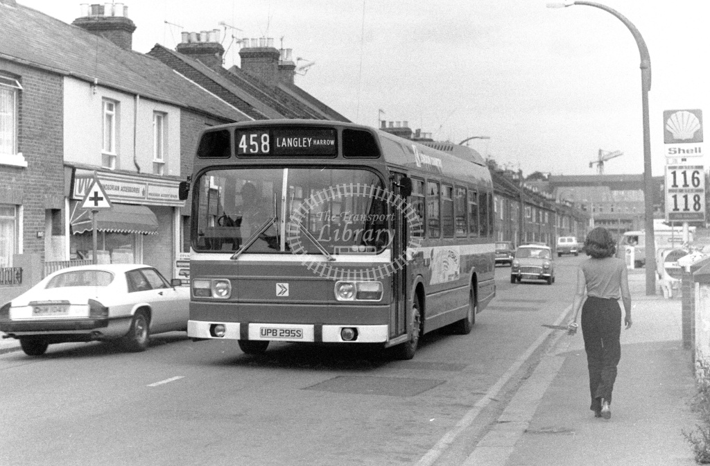 London Country Leyland National Class SNB SNB295 UPB295S at Windsor ,Arthur Road  in 1978 on route 458 - Russell Fell