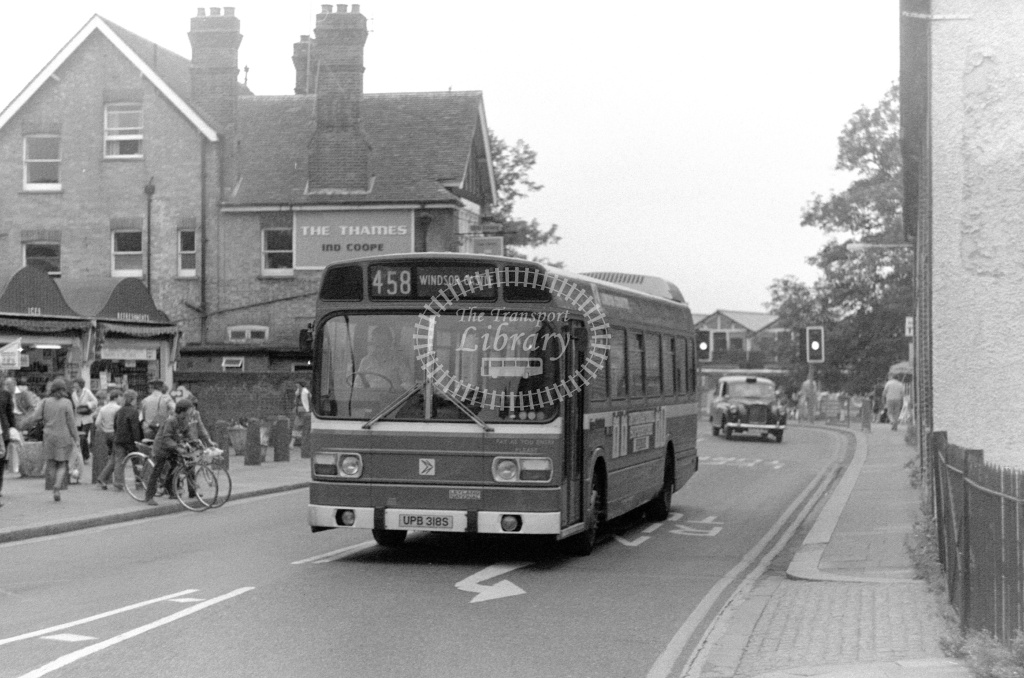London Country Leyland National Class SNB SNB318 UPB318S at Windsor ,Windsor Castle  in 1978 on route 458 - Russell Fell