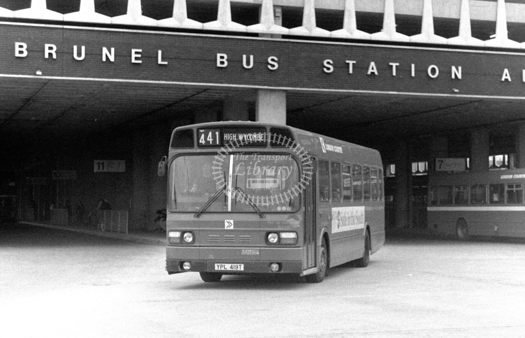 London Country Leyland National Class SNB SNB419 YPL419T at Slough ,Bus Station  in 1978 on route 441 - Russell Fell