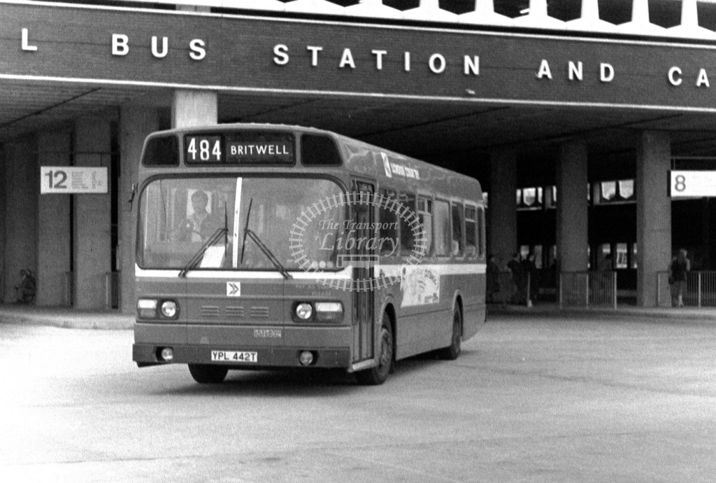 London Country Leyland National Class SNB SNB442 YPL442T at Slough ,Bus Station  in 1978 on route 484 - Russell Fell